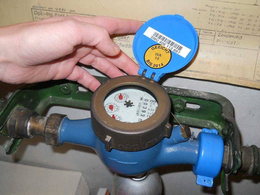 comment r parer une fuite d 39 eau en urgence sans couper l 39 eau ou le compteur plombier maison. Black Bedroom Furniture Sets. Home Design Ideas